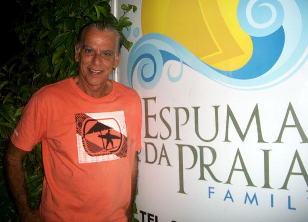 Maraca é um dos pioneiros do surfe em Saquarema e curador da exposição na Pousada Espuma da Praia, em Itaúna.