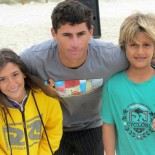 Os jovens talentos, Carol Bonelli e Daniel Templar com o instrutor Aelson. (Foto: Stephanie Saaýs)
