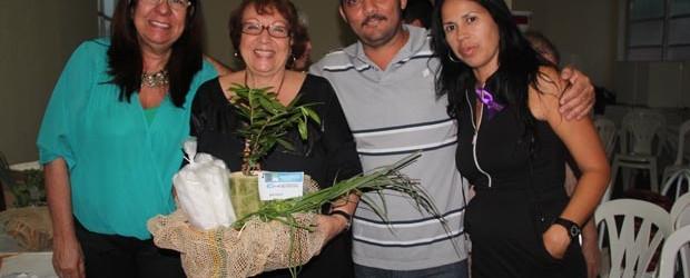 A secretária Rosângela, a presidente da AMEAS Edna Calheiros, o secretário Wellington e a técnica da Emater Silvia (Foto: Edimilson Soares)