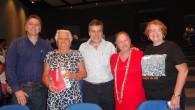 O vereador Chico Peres, Maria Prestes e Luiz Carlos, e as promotoras do evento Dulce Tupy, do jornal O Saquá, e Edna Calheiros, da AMEAS (Foto: Edimilson Soares)