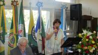 O maestro Ararypê e Beatriz Dutra executando um poema musicado (Dilvulgação)