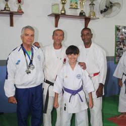 Alberto com os mestres da Academia RCS e o jovem atleta Luiz Fernando Palermo   (Foto: Edimilson Soares)