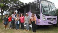 """Além do ônibus da mulher do campo e da floresta, o evento incluiu o lançamento da campanha """"Quem ama abraça... fazendo escola"""" (Foto: Edimilson Soares)"""