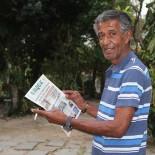 Da Alemanha para o Brasil, o poeta em visita ao jornal O Saquá (Foto: Dulce Tupy)
