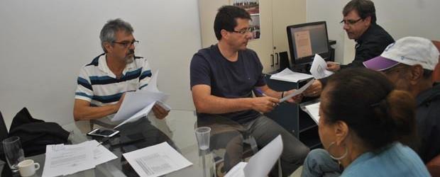 O relator Paulo Renato e o presidente Rodrigo Borges em ação, na coleta de depoimentos dos envolvidos no caso dos terrenos concedidos irregularmente no Recanto da Lagoa (Agnelo Quintela)