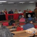 Irredentos formaram a mesa de debates e deram seus depoimentos (Divulgação)