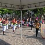 As apresentações foram abertas e realizadas na rua em frente à prefeitura (Divulgação)